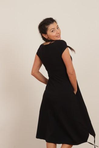 Rochie neagra cu maneca...
